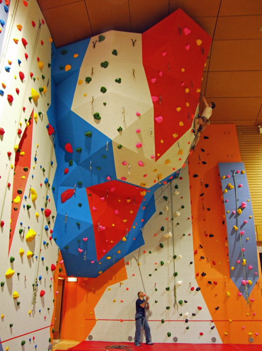 how many calories does wall climbing burn